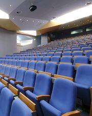 l'amphithéâtre de 310 places